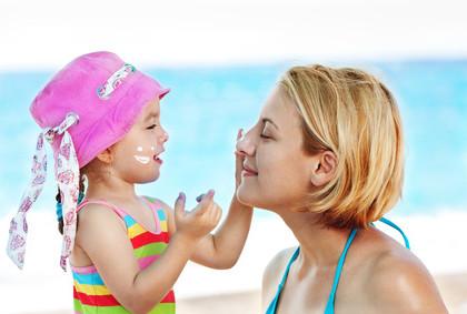 Consigli per proteggere la pelle dei bambini dal sole