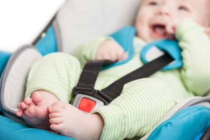 Come trasportare un bimbo appena nato in auto?